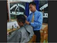 Tukang Cukur Nyentrik dari Kecamatan Gayam
