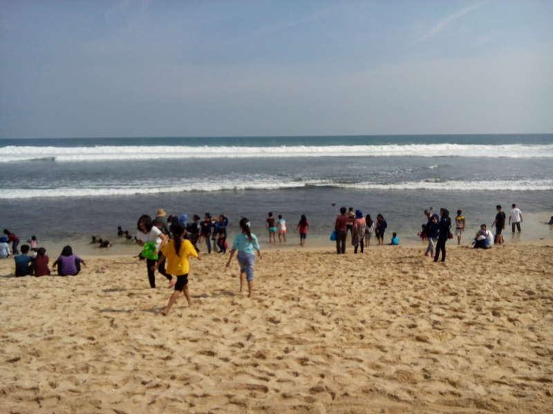Bermain Pasir Putih Di Pantai Indrayanti Gunung Kidul Yogyakarta Beritabojonegoro Com