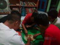 Menikmati Makanan Ala Anak Pondok