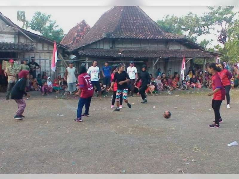 Meriahnya Futsal Wanita di Leran Kecamatan Kalitidu