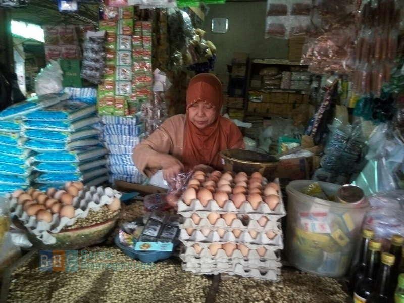 Harga Telur Ayam di Pasar Tradisional Terus Menurun