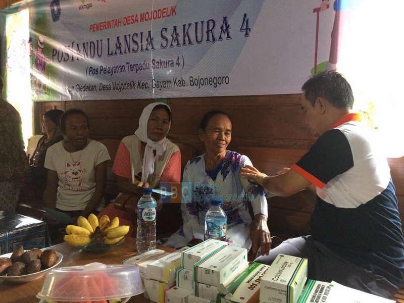 EMCL Bersama Puskesmas Gayam Buka Posyandu Lansia di Desa Mojodelik
