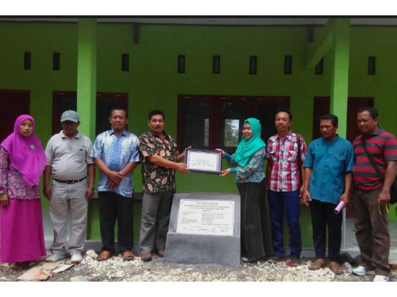EMCL Serahterimakan Bantuan Pembangunan ke PUD Bonorejo Gayam