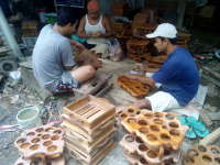 Singgah Sejenak di Kampung Perajin Souvenir di Dusun Bandar