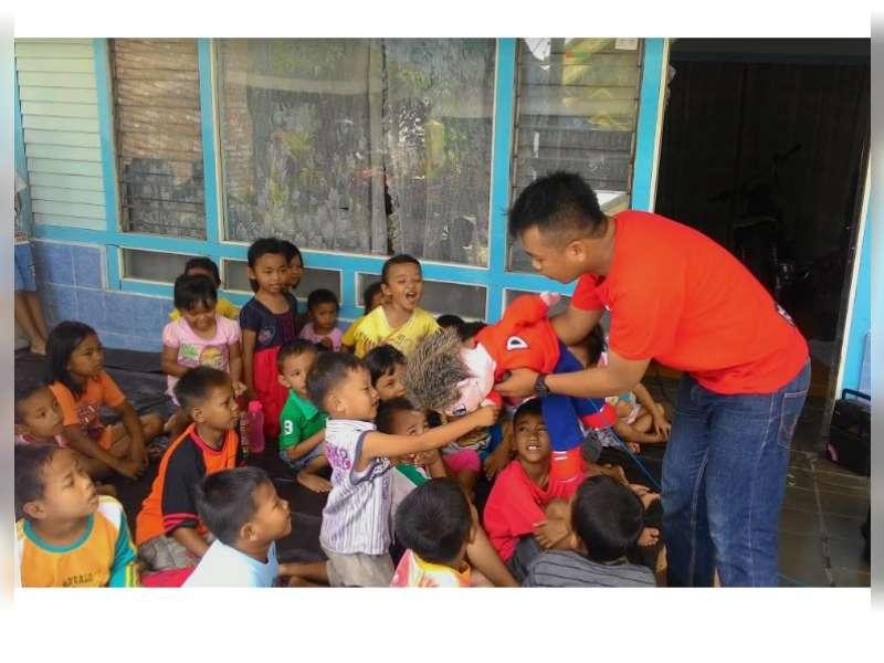 Anak - Anak di Kelurahan Ngrowo Mengisi Liburan dengan Simak Dongeng Lingkungan