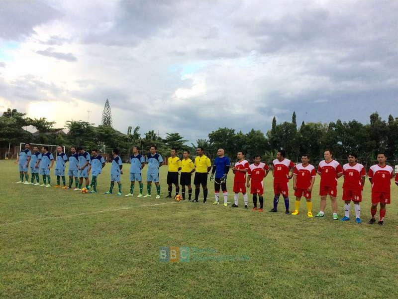 Tim Sepak Bola EMCL Kalahkan Tim DPRD Bojonegoro