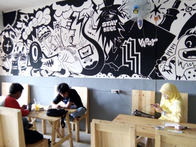 Asyik Nongkrong di Kafe yang Ngehits