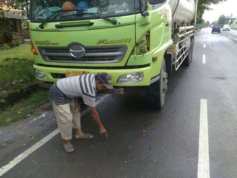 Tabrak Truk Parkir di Ngraho, 2 Remaja Patah Tulang