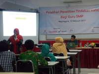Puluhan Guru SMP Belajar Membuat PTK di PBG Bojonegoro