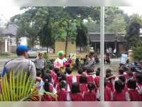Anak-Anak TK Belajar Rambu Lalu Lintas di Polsek Trucuk