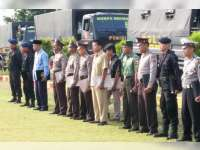 Kapolres Bojonegoro Berikan Reward pada Anggota dan Masyarakat