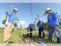 Karyawan EMCL Kerja-Bakti Berasama Warga Desa Sudu Kecamatan Gayam