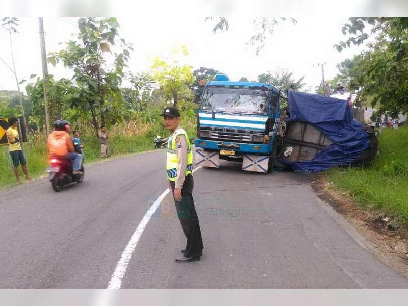 Bak Truk Tronton Terguling di Margomulyo, Polisi Pantau Kelancaran Lalu-Lintas