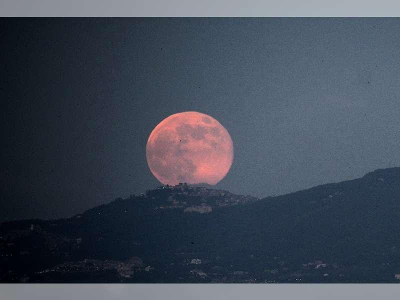 """Bulan Purnama """"Strawberry"""", Akan Hiasi Langit Malam Ini"""