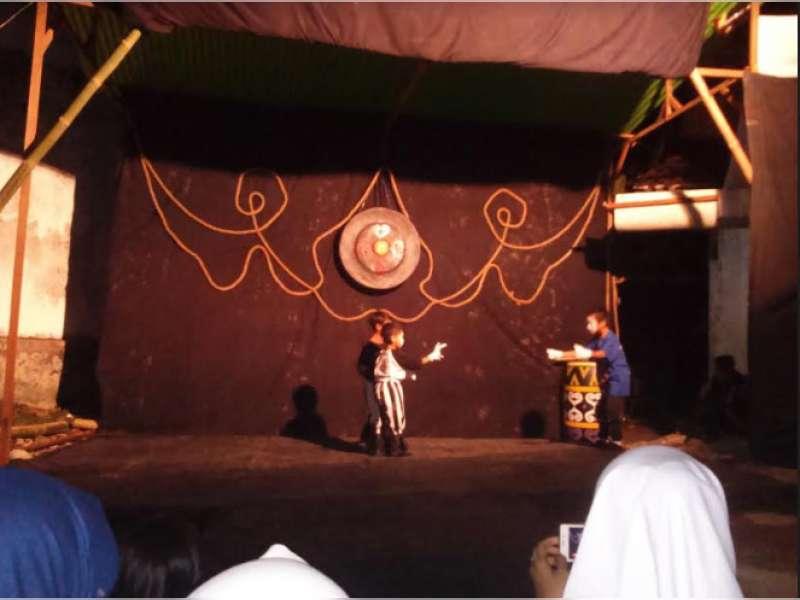 Menyaksikan Ekspresi Tubuh Negeri di Malam Pantomim Sayap Jendela