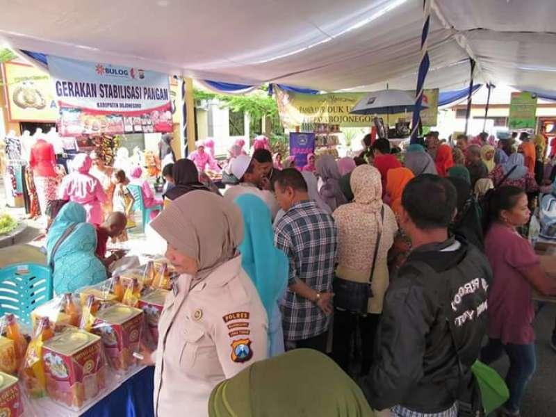 Masyarakat Senang Belanja di Pasar Murah Polres Bojonegoro Karena Kualitas Lebih Bagus