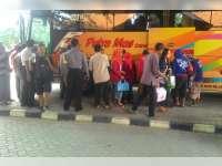 Penumpang Angkutan Mudik Gratis Mulai Berdatangan di Terminal Rajekwesi