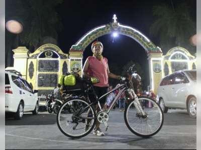 Mudik Lebaran, Perempuan Ini Kayuh Sepeda Pancal dari Bandung ke Blora
