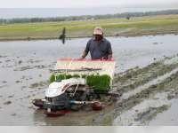 Upayakan Percepatan Tanam, Petani Blora Dilatih Operasikan Rice Transplanter