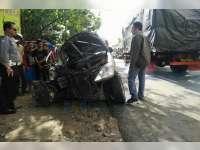Avanza Tabrak Truk Boks di Tuban, 7 Orang Luka Berat
