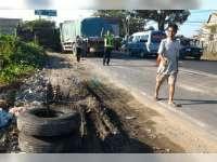 Diduga Pengemudi Mengantuk, Truk Tronton Seruduk Truk Yang Sedang Berhenti