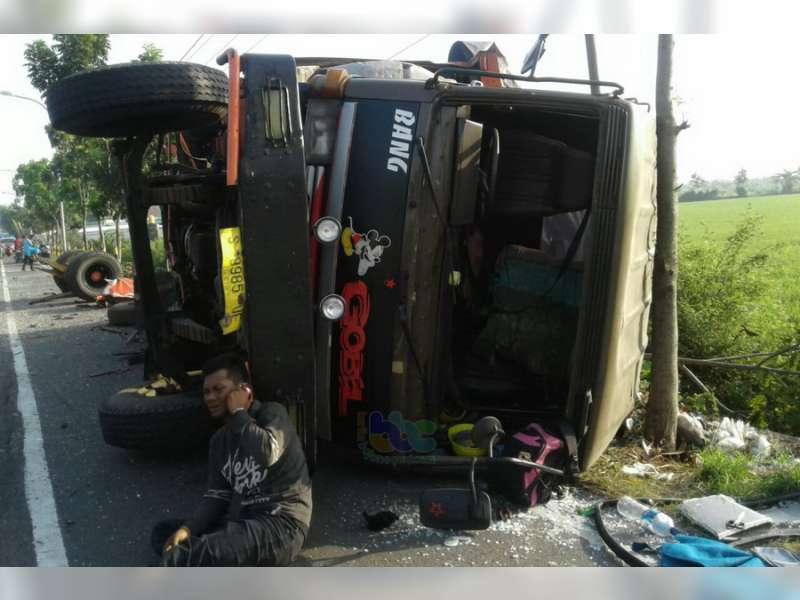Seorang Pengemudi Meninggal Dunia Dalam Kecelakaan Dua Truck di Widang Tuban