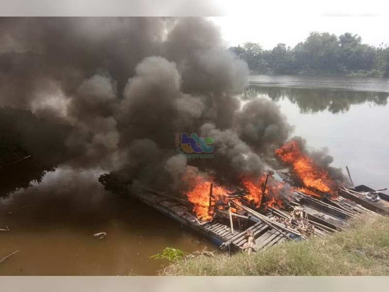 Polres Bojonegoro Kembali Tenggelamkan Mesin Mekanik Penyedot Pasir Bengawan Solo