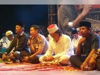 Kapolres Bojonegoro Ngaji Bareng Cak Nun dan Kyai Kanjeng di Bendung Gerak