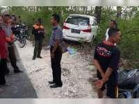 Pecah Ban, Avanza Tabrak Dua Motor dan Pohon di Pinggir Jalan