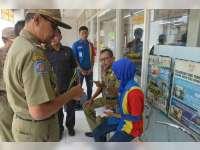 Satpol PP Tertibkan Dua Minimarket Bodong