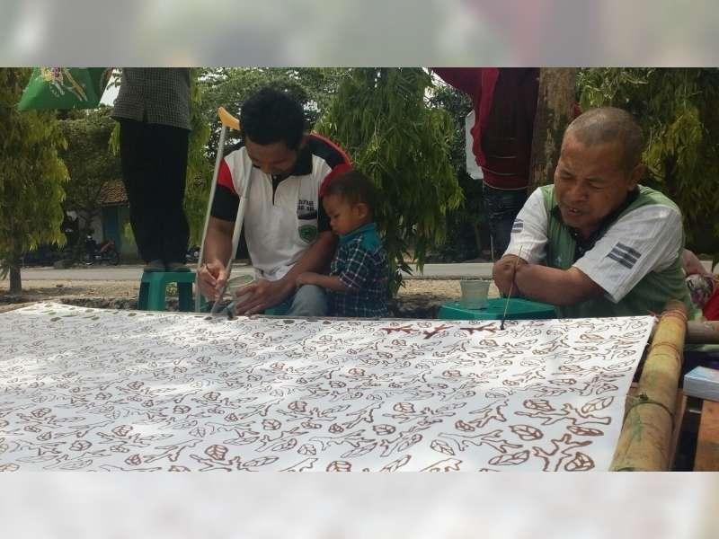 Komunitas Difabel Blora Semangat Membuat Batik