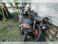 Tabrakan Motor di Margomulyo 3 Orang Babak Belur