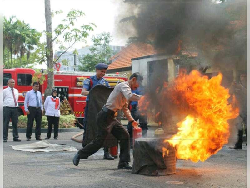 Antisipasi Kebakaran Markas, Polres Bojonegoro Gelar Latihan Pemadaman