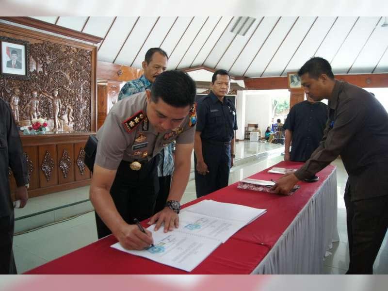 Kapolres BojonegoroLakukan MoU dengan Bupati Suyoto Terkait Dana Desa