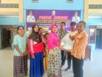 Disdag Bojonegoro Bagikan 300 Paket Sembako Murah di Kandangan Trucuk