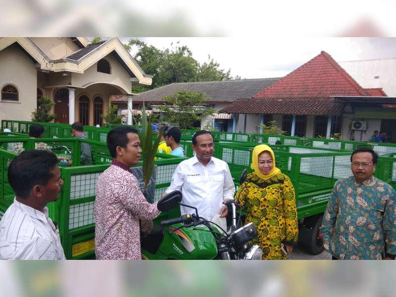 Satya Wira Yudha Bagikan Kendaraan Angkut Sampah untuk Warga Bojonegoro