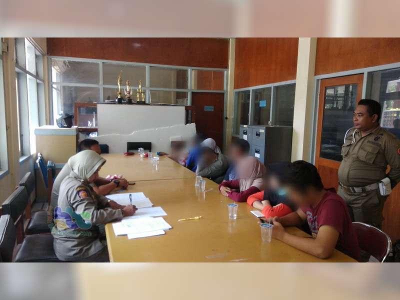 Empat Pasangan Bukan Suami Istri Digelandang Satpol PP dari Kamar Kos