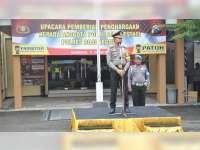 Kapolres Bojonegoro Berikan Reward Kepada Anggota Yang Berprestasi