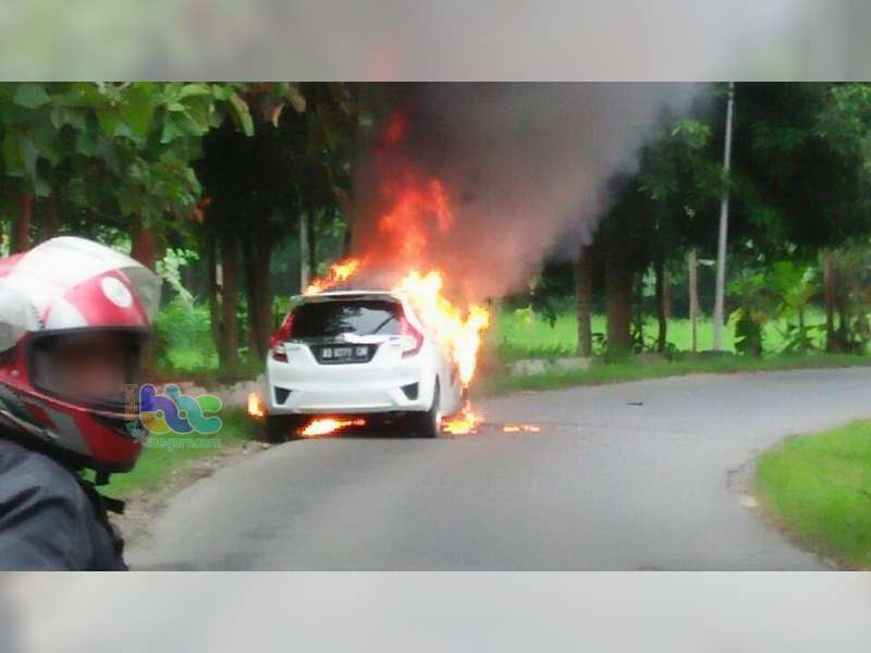 Honda Jazz Milik Bidan di Blora Hangus Terbakar