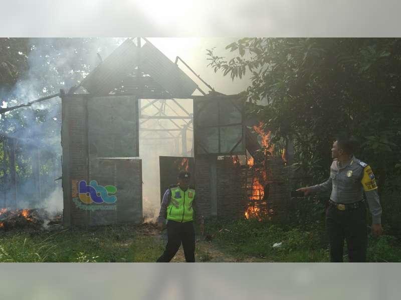 Gudang Produksi Kasur Lantai di Baureno Terbakar, Kerugian Diperkirakan Capai Rp 60 Juta