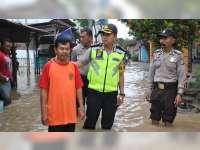 Kapolres Bojonegoro Bersama Forpimda Tinjau Warga Terdampak Banjir Bengawan Solo