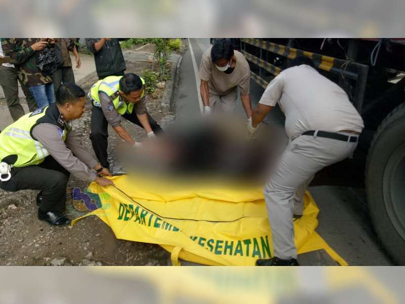 Kecelakaan Beruntun di Tuban, Seorang Pembonceng Motor Tewas Terlindas Truk