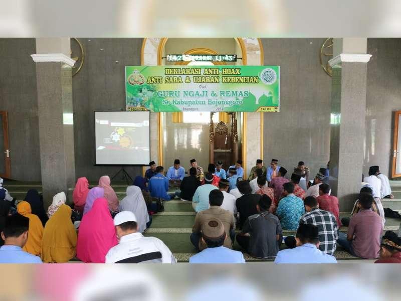 Kapolres Bojonegoro Ajak Guru Ngaji dan Remaja Masjid Deklarasi Anti HOAX