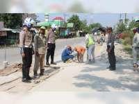Jelang Mudik Lebaran, Satlantas Polres Bojonegoro Pantau Proyek Perbaikan Jalan