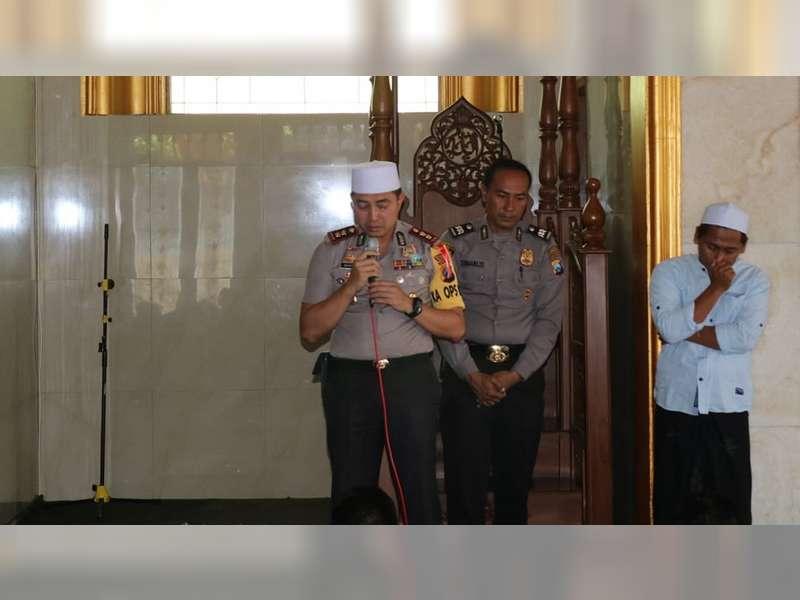 Tangis Haru Warnai Acara Pamitan Kapolres Bojonegoro di Masjid Al Ikhlas