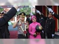 Tradisi Pedang Pora Sambut Kedatangan Kapolres Bojonegoro, AKBP Ary Fadli