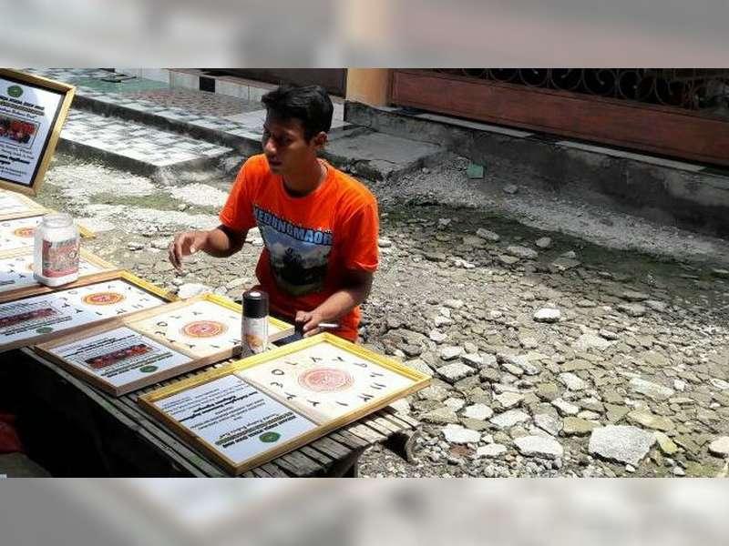Ahmad Kuntari, Mahasiswa asal Bojonegoro yang Kreatif dengan Kerajinan Kayu