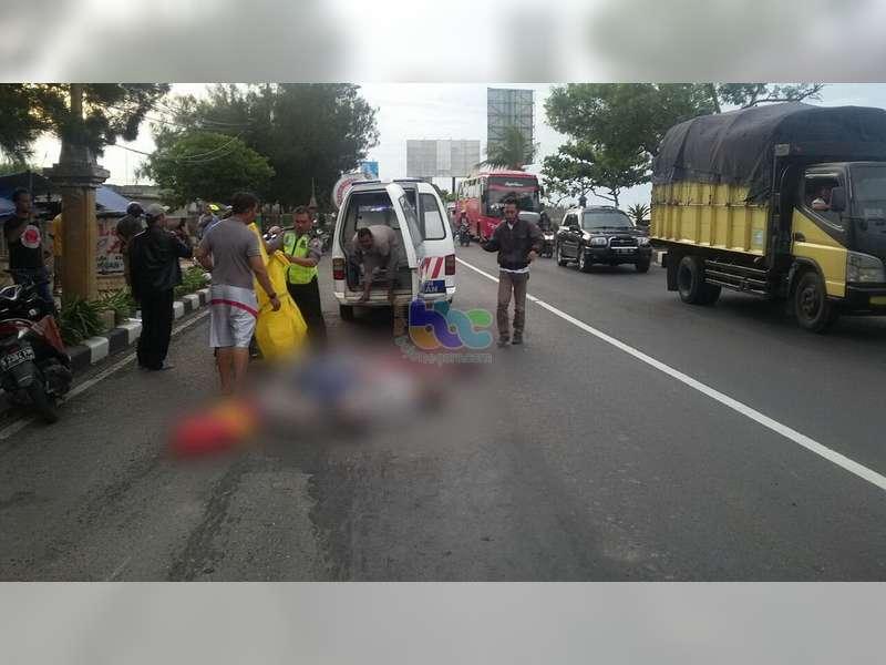 Dua Orang Pemotor Tewas Terlindas Truk Tronton di Tuban