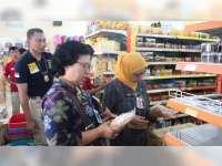 Sidak Gabungan, Satgas Pangan Blora Temukan Makanan Kadaluarsa di Swalayan