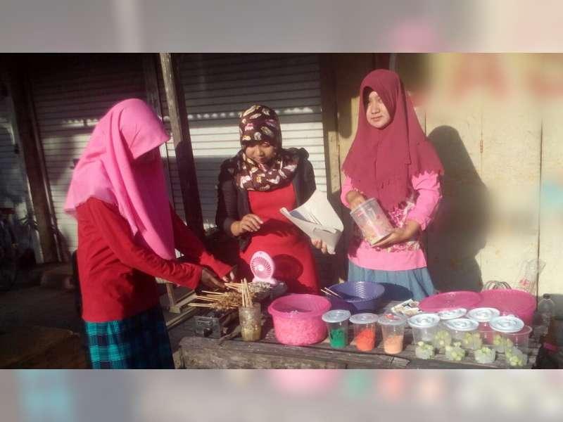Pedagang Takjil Dadakan Meraup Berkah Bulan Ramadan